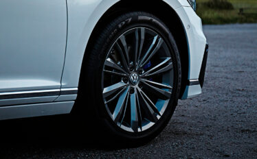 VW störst på laddbara bilar i november